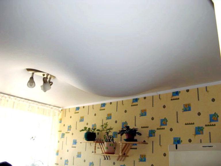 соседи залили потолок из панелей